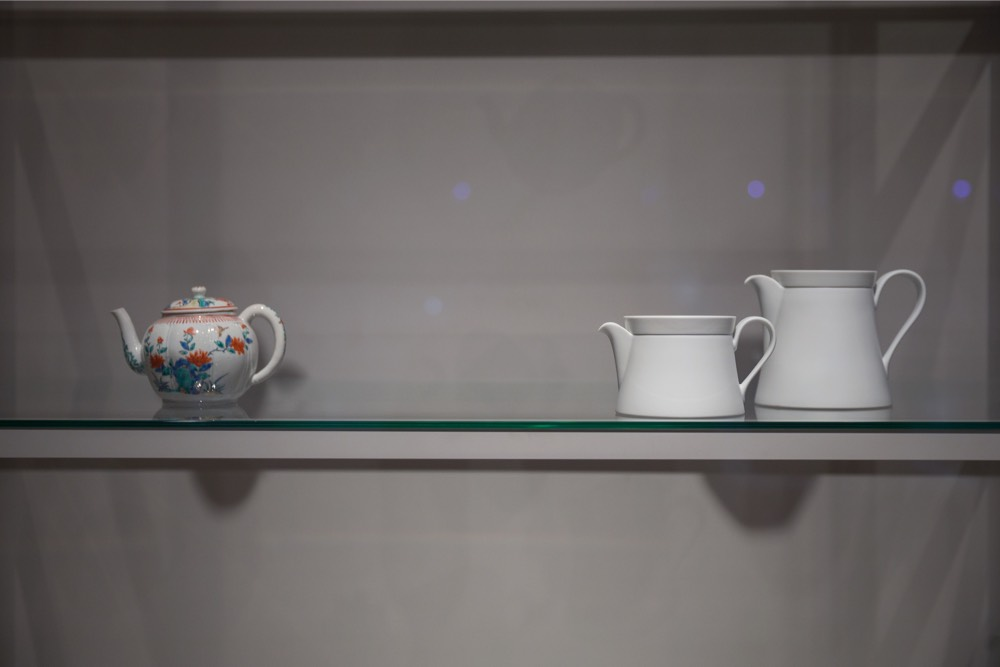 6-6-cup-from-2016-collection-ingegerd-raman-and-tea-pot-from-rijksmuseum-collection_photography-olivier-middendorp